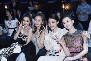 'Nữ hoàng Weibo' Dương Mịch mặc gợi cảm, đọ sắc Angelababy