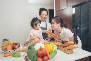 Lần đầu làm mẫu ảnh cùng nhau, 3 thế hệ nhà Á hậu Diễm Trang đốn tim người xem bằng thông điệp gia đình cực chất