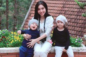 Xuýt xoa trước style cực chất của 2 nhóc tỳ nhà Elly Trần