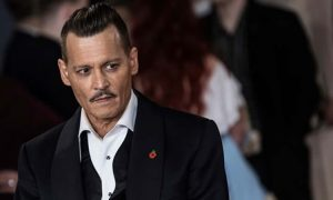 Nhân viên đoàn phim tố bị Johnny Depp tấn công
