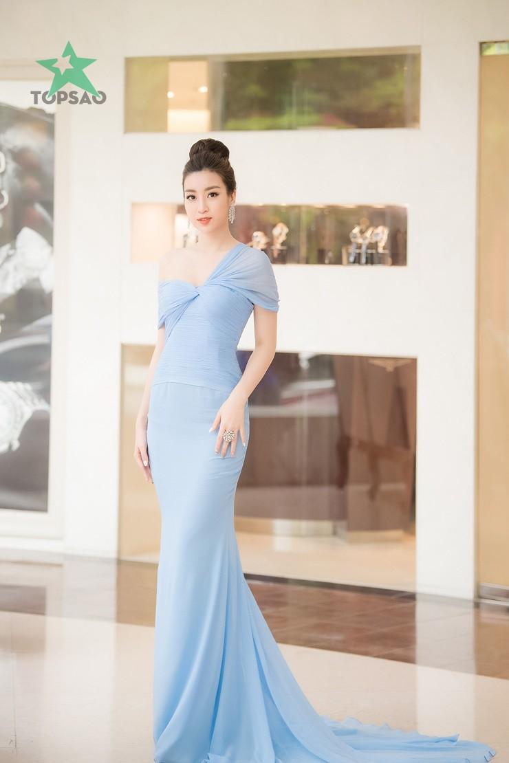 Hoa hậu Đỗ Mỹ Linh xuất hiện với chiếc đầm lệch vai quyến rũ. họp báo chung khảo phía namhoa hậu việt nam2018