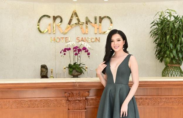 Hoa khôi sinh viên Cần Thơ Thúy Vi cũng xuất hiện trong buổi họp báo Chung khảo phía Nam Hoa hậu Việt Nam 2018
