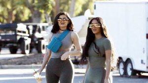Kim Kardashian và em út Kylie Jenner mặc bó sát lộ 'siêu vòng 3'