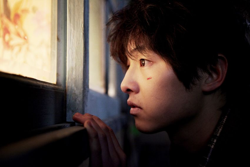 Song Joong Ki trong A Boy Werewolf (Cậu bé người sói 2012)