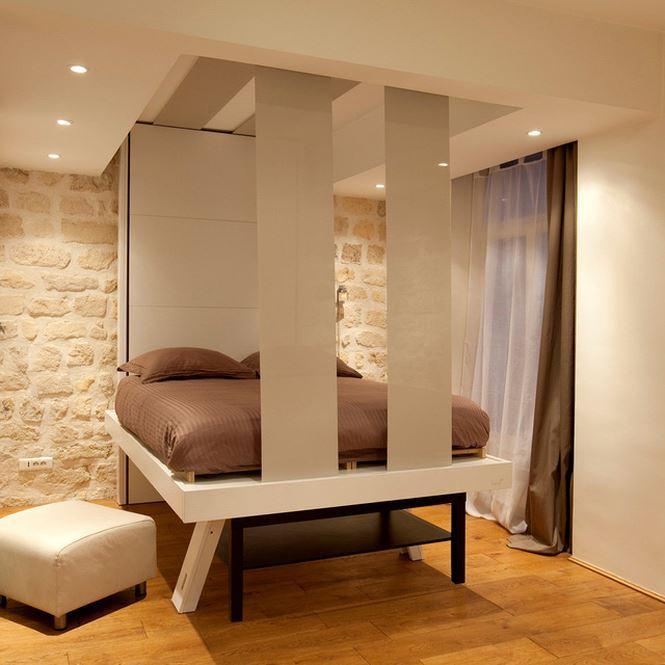 Với một ngôi nhà nhỏ bé, chiếc giường thông minh này sẽ giúp bạn tận dụng tối đa không gian trong phòng, khi cần thì nó xuất hiện và khi không cần thì biến mất nhanh chóng lên mái nhà.