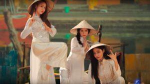 """MOMOLAND diện áo dài Việt Nam, cực """"quậy"""" trong MV mới"""