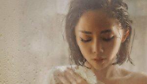 """Chuyện tình buồn nát ruột trong MV """"Có ai thương em như anh"""" (Tóc Tiên ft. Touliver)"""