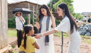 Hoa hậu Kỳ Duyên lần đầu cùng Hoa hậu Mỹ Linh đi tặng sách nơi vùng cao