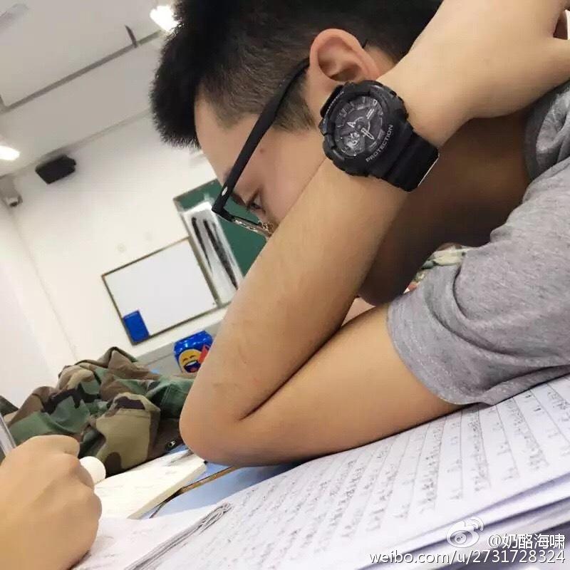 Vương Hạc Đệ trong một giờ học