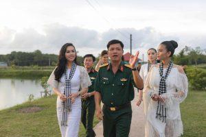 5 mỹ nhân Việt xinh đẹp nổi bật trong vòng vây các chiến sĩ Tây Ninh