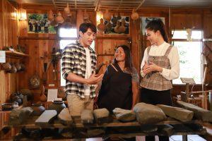 Á vương Thuận Nguyễn và Á hậu Thanh Tú thích thú với âm sắc và vũ điệu của người Churu