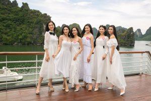 Thí sinh Hoa hậu Việt Nam khoe dáng trên du thuyền 5 sao giữa biển trời Hạ Long