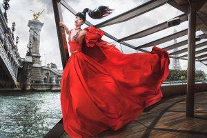 Jessica Minh Anh quảng bá thời trang Việt tại Paris trong show diễn mới