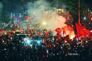 Toàn cảnh dân tình đổ xô đi bão sau chiến thắng của đội tuyển Olympic Việt Nam trên khắp cả nước