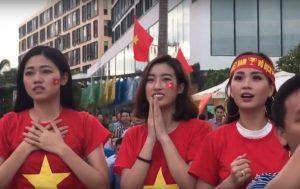 Việt Nam – Hàn Quốc: Á hậu Thanh Tú bật khóc khi tuyển Việt Nam ghi bàn
