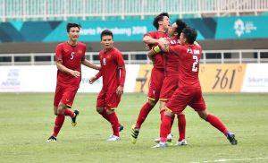 ASIAD 2018: Pha ghi bàn đẹp mắt của Văn Quyết san bằng tỉ số 1-1 trước UAE