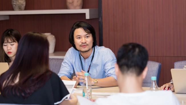 Tổng đạo diễn Hoàng Nhật Nam: Từ sân khấu biểu diễn đến sàn run way