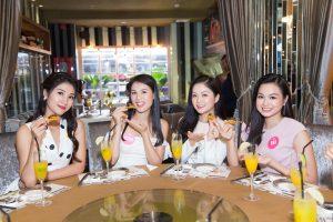 Thí sinh Hoa hậu Việt Nam rạng rỡ trải nghiệm phong cách ẩm thực đẳng cấp tại Lion City