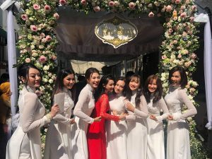 Nhã Phương đẹp dịu dàng bên dàn phù dâu xinh như hoa trong lễ vu quy
