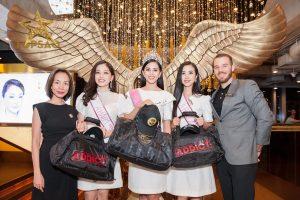 Top 3 HHVN 2018 tiếp tục nhận quà khủng