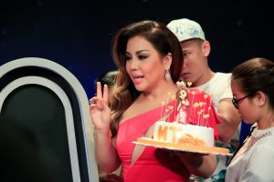 Độc đáo GK Minh Tuyết mừng sinh nhật bằng chiếc bánh trông y hệt mình