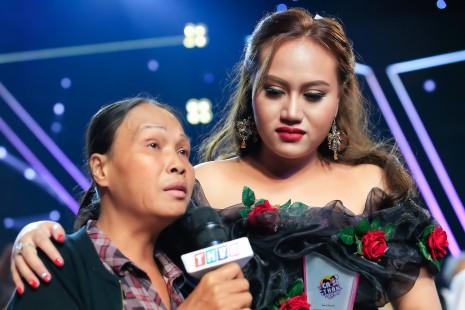 Xúc động chứng kiến người mẹ bị bệnh của Đan Trang chúc mừng con gái đăng quang