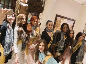 Á hậu Phương Nga chủ động tặng khăn rằn, giới thiệu văn hóa Việt Nam đến các thí sinh của Miss Grand International 2018