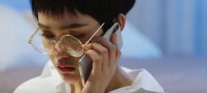 """Concept """"điên"""" lên ngôi, Hiền Hồ nhìn tưởng Miu Lê trong MV """"Đừng nói tôi điên"""""""