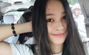 Hoa hậu Trần Tiểu Vy khoe khả năng hát tiếng Anh cực nghệ