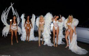 Chất chơi như chị em nhà Kardashian, hóa thân thành thiên thần nội y đi chơi Halloween
