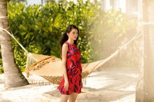 Á hậu Thuỳ Dung gợi ý trang phục dạo biển cho nàng nữ tính