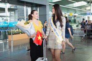 Dù rất lo lắng nhưng mẹ HH Tiểu Vy vẫn tin con gái sẽ làm nên kì tích tại Miss World 2018