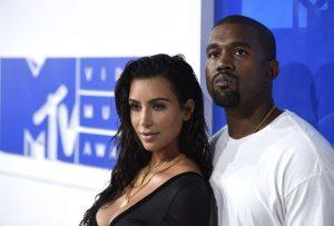 Vợ chồng Kim Kardashian thuê đội cứu hoả riêng bảo vệ nhà 60 triệu USD