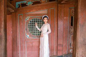 Sau 13 năm vắng bóng, ca sĩ Nguyễn Hồng Nhung khoe nhan sắc rực rỡ trong bộ ảnh Áo dài ở Hội An