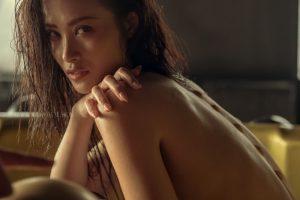 Hình ảnh Đông Nhi bán nude, cực nóng bỏng khiến fan phát 'sốt'