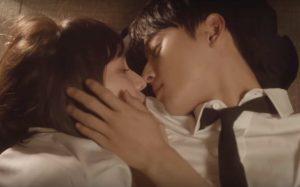 Cha Eun Woo lại gây sốt với nụ hôn thương hiệu