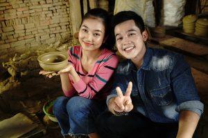 Việt Nam Mến Yêu: Bùi Nữ Kiều Vỹ dẫn chàng MC người Huế thăm thú làng gốm Thanh Hà