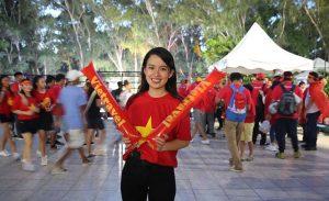 Dàn CĐV nữ xinh đẹp của Việt Nam 'thiêu đốt' khán đài sân Panaad