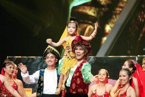 """Việt Hương """"xém rụng nụ"""" vì màn trình diễn của cô bé 5 tuổi"""