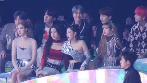 Lại nữa, Jennie dính 'phốt thái độ' với BTS, MAMAMOO sau scandal lười biếng