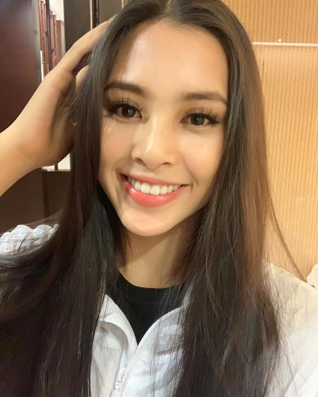Một mình đi thi, Tiểu Vy cân luôn phần makeup: Cứ đà này