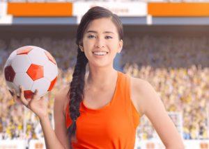 Tinh thần fangirl bất diệt như Tiểu Vy, Thùy Tiên tất bật với lịch trình vẫn không quên cổ vũ đội tuyển bóng đá Việt Nam
