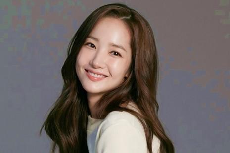 """Chuẩn bị trở lại màn ảnh với bộ phim hài lãng mạn thứ 2, """"Thư ký Kim"""" Park Min Young bị chê một màu"""