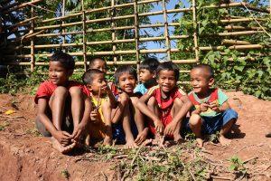 Bản Nịu, nơi HH Tiểu Vy thực hiện dự án Nhân ái, tuy nghèo khó nhưng luôn đầy ắp tiếng cười