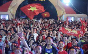 Hàng triệu cổ động viên 'quẩy' hết mình khi đội tuyển Việt Nam ghi bàn liên tiếp