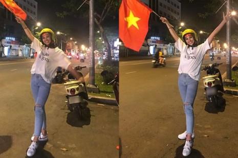 Vừa trở về từ Miss World, Tiểu Vy giản dị xuống đường 'đi bão' để cổ vũ cho đội tuyển Việt Nam