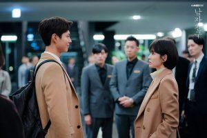 Tạo hình nhân vật trong phim mới nghèo khó, thất nghiệp vậy mà Park Bo Gum toàn vác lên người hàng hiệu có giá cao ngất