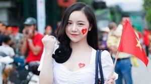 """Dàn cổ động viên hot girl của Việt Nam trên báo Hàn """"gây chao đảo"""""""
