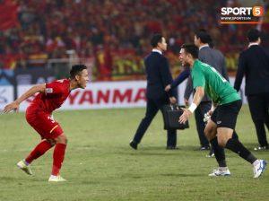 """Giây phút """"Gấu Nga"""" Đặng Văn Lâm bật khóc vỡ òa hạnh phúc mới chính là khoảnh khắc đáng nhớ nhất AFF Cup 2018"""