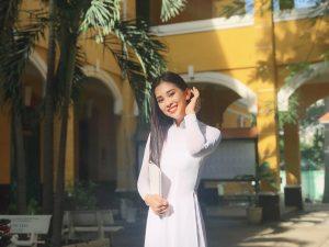 """Diện áo dài trắng tinh khôi, Hoa hậu Trần Tiểu Vy khiến fan thảng thốt: """"Đích thị là cô gái năm ấy chúng ta cùng theo đuổi"""""""